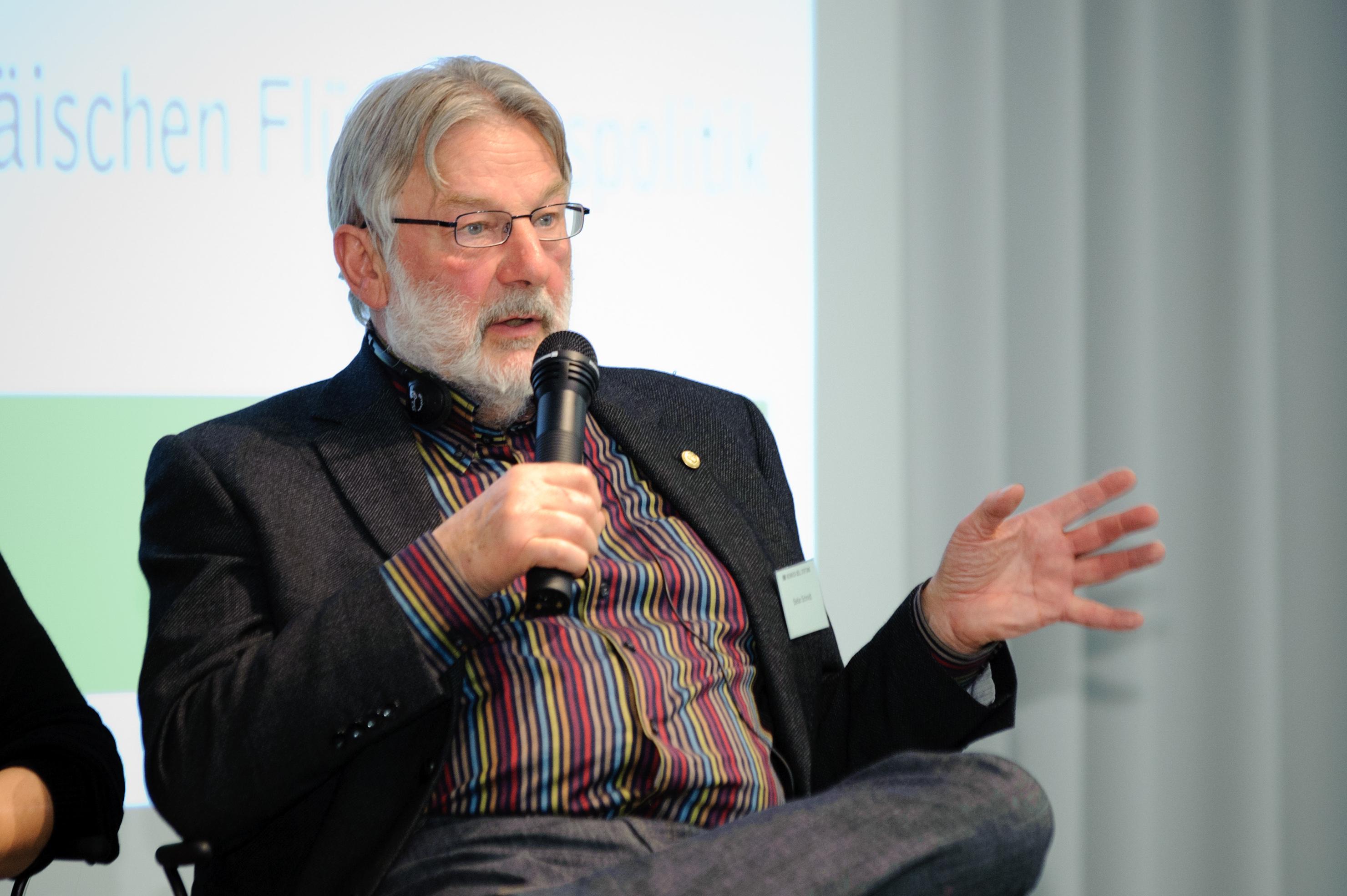 https://commons.wikimedia.org/wiki/File:Stefan_Schmidt_(5656656553).jpg
