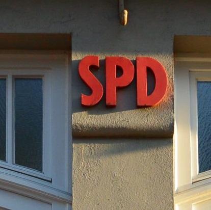 SPD-Signet am Neumünsteraner Parteibüro